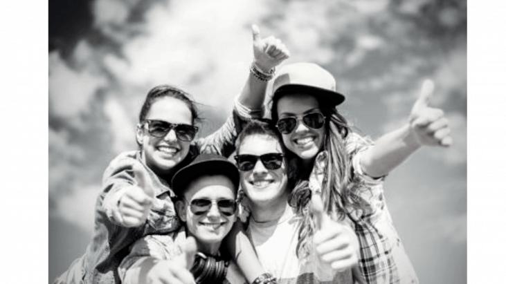 jeunes, 4 adolescents, joyeus, thmubs up