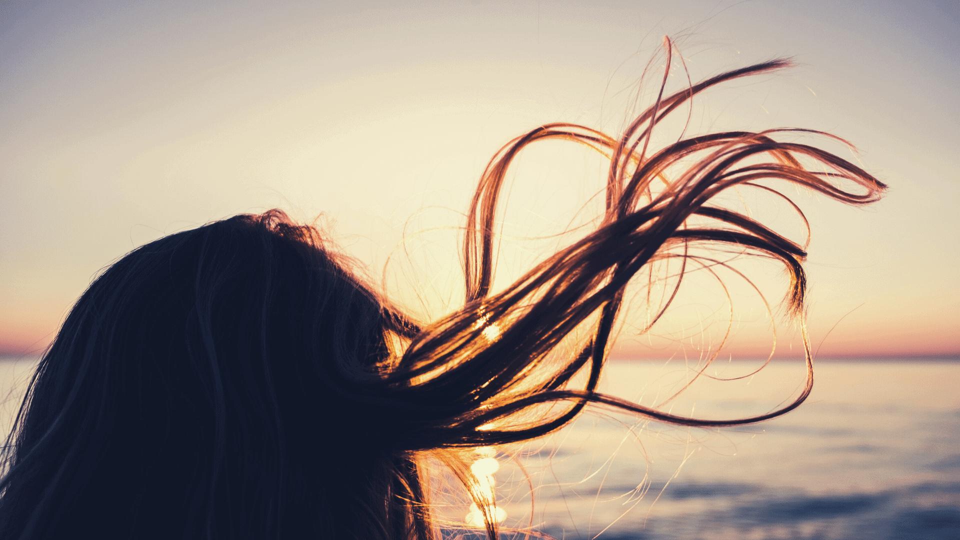 cheveux dans le vent, avancer le vent dans la face